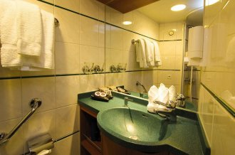The standard bathroom aboard the iNational Geographic Endeavour/i